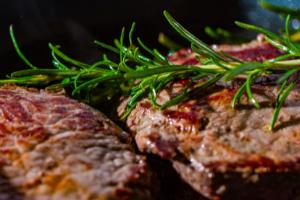 carne con rosmarino